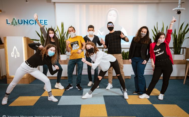 9 момичета и момчета на възраст от 18 до 29 години разказаха своите истории на сцената на Future Makers 2020
